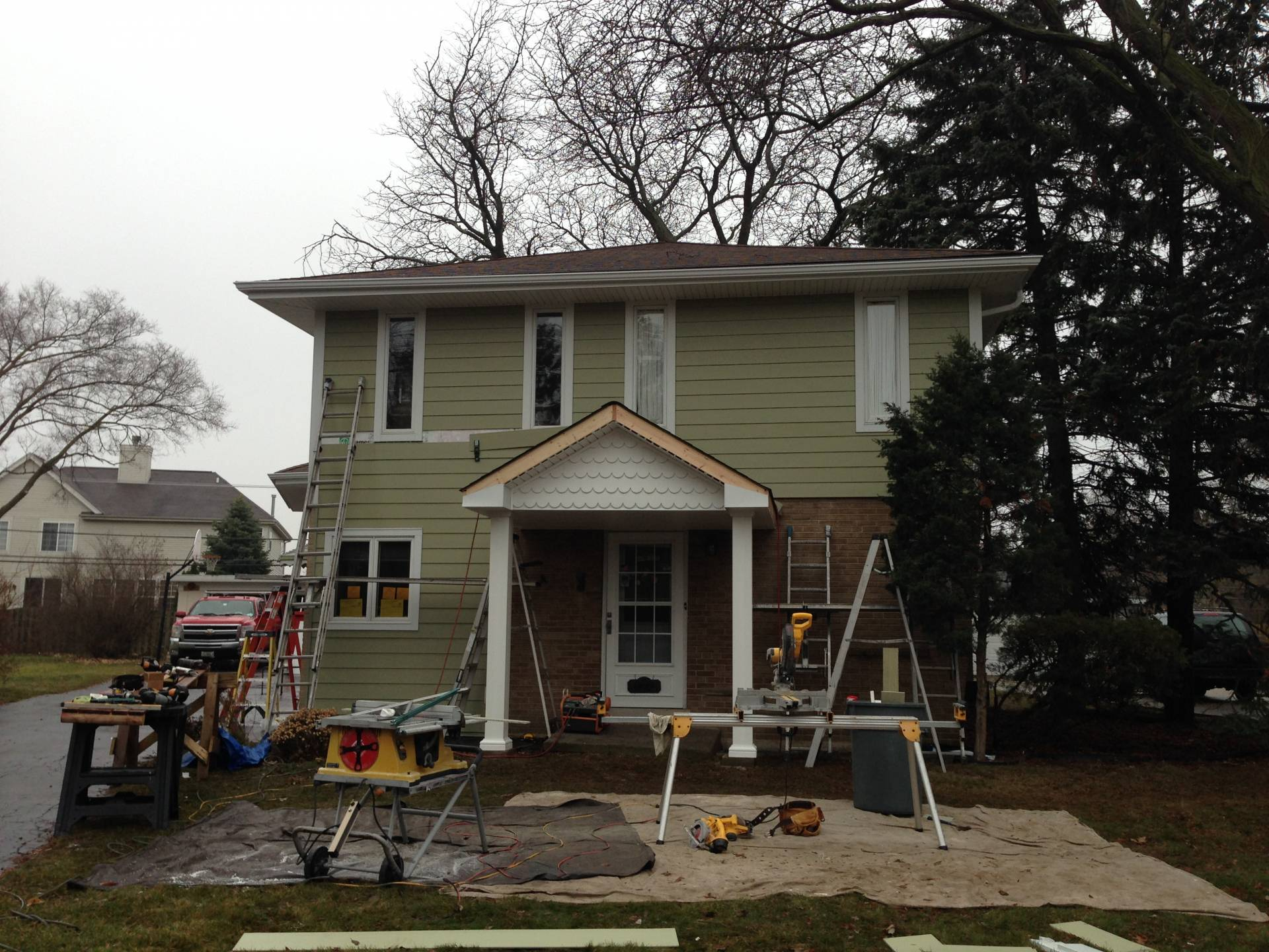 Heathered Moss James Hardie Fiber Cement Siding With Arctic White Hardietrim In Lombard Opal